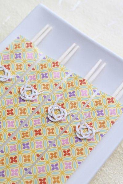 日本の伝統を大切にしつつ、 今風にアレンジして可愛いお祝い箸を準備してみましょう♪ 家族それぞれの名前を書いてもいいですね^^
