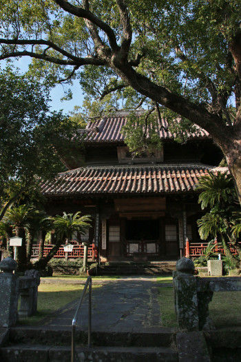 黄檗宗の仏教寺院「聖福寺」 中国 臨済宗の一分派、 明の時代、黄檗山万福寺の隠元禅師が 広めた黄檗宗の寺です。