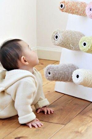 編み物が得意な人も、そうでない人も たくさんのかわいい糸に思わず手が出てしまいます。