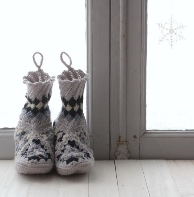 モバ編みのすすめ★北欧エストニアスパイラル&かぎ針モチーフのルームシューズ