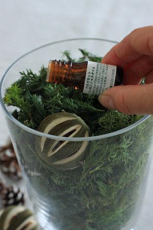 3.お好みのエッセンシャルオイルを2~3滴注ぎます。