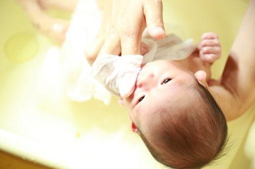 赤ちゃんグッズ ガーゼのハンカチスタイ