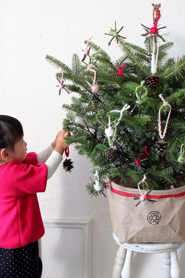 子どもと一緒に♪ 木の枝と松ぼっくりで手作りクリスマスオーナメント