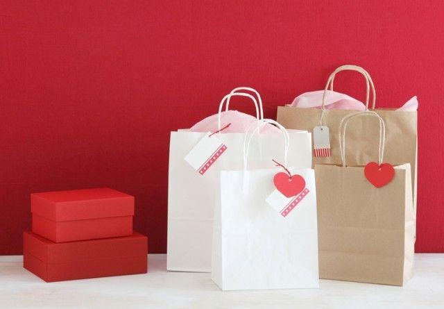 シンプルな紙袋+可愛いタグがおすすめ! 今風ラッピングをプチプラで楽しもう♪