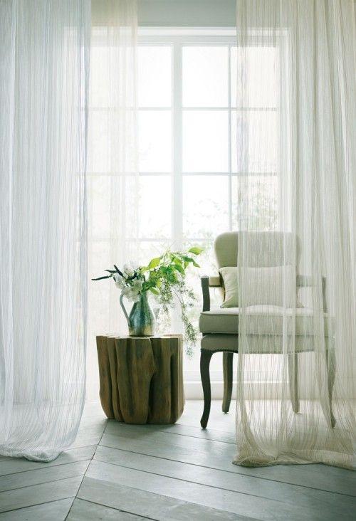 「24 hours」アロマ/Aroma ペンシルストライプを凹凸ある織り模様で表現した上質なシアーカーテン。