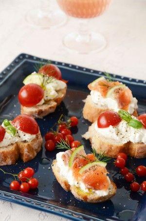 クリームチーズさながらの食感の水切り塩ヨーグルト。 オープンサンドなどにのせれば、簡単に朝から たっぷりヨーグルトを摂ることができますし、 夜ならお酒のおともにもなります! スライスしたパンに乗せるだけです!!