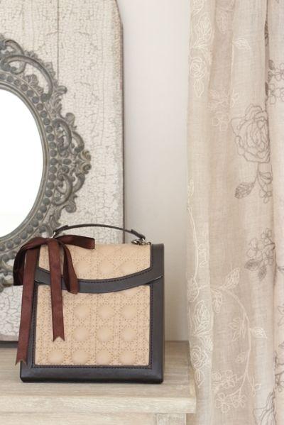 バッグ型のジュエリーボックスとボックスでつくる飾り棚 ~ 「ナチュラルな暮らしのヒント」から