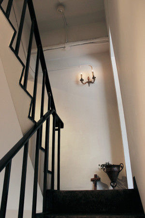 レセプションから階段を上ってフロアに移動するときの ワクワク感は、何度訪れても消えることはありません。 午前中の雰囲気、日中の雰囲気、夜の雰囲気…… それぞれに違った表情を見せてくれる 素敵な空間が、この先に広がっています。