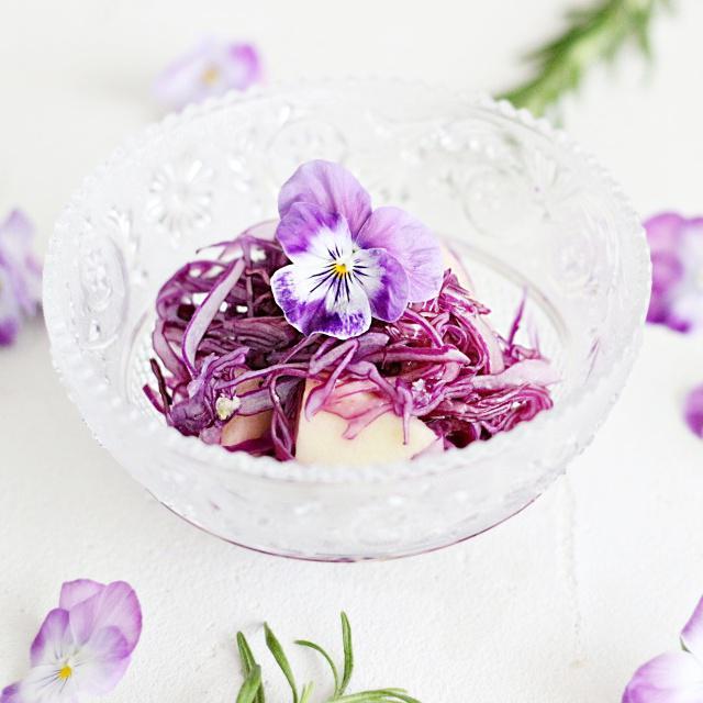 簡単作り置き♪ 弁当に便利なカラフル常備菜「紫キャベツのマリネ」