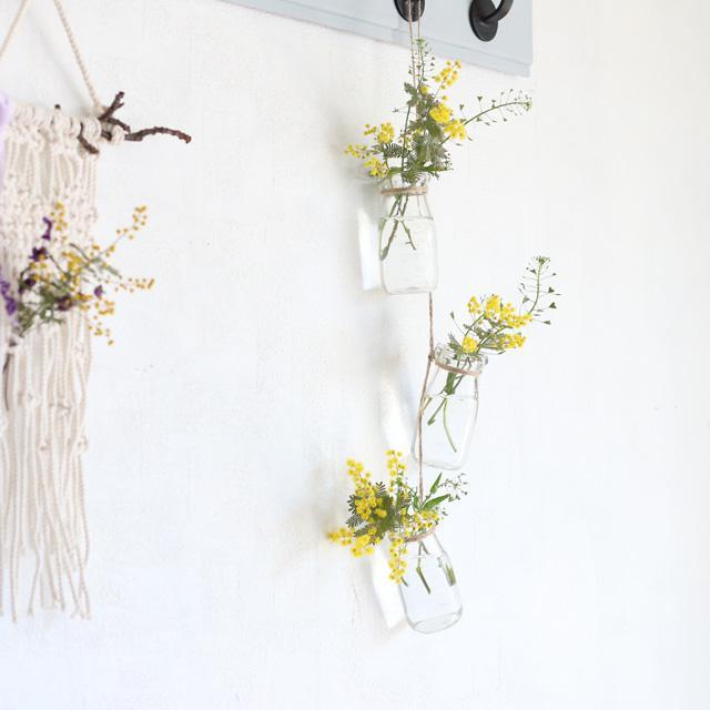 [野花生活]100均花びんを3つ繋げたミモザの壁飾り