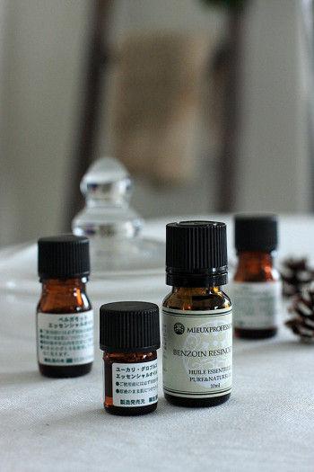 香りは、 針葉樹の香りの、ヒバ、モミ、パイン、ユーカリ 柑橘系の、ベルガモット、スィートオレンジ、レモンなど。 また、甘い香りのベンゾインなどもオススメです。