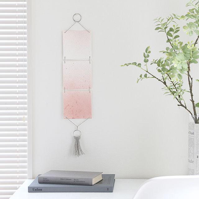 2016年の流行色ピンクをインテリアに♪ 簡単かわいい朱墨のタペストリー