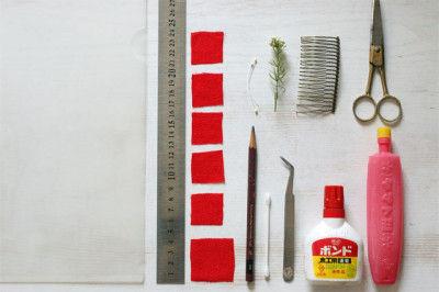 布3cm×3cmを5枚 布4cm×4cmを1枚 はさみ・でんぷんのり・ボンド・ピンセット・綿棒 ヘップ・クリアファイル・コーム・定規