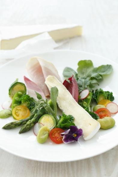 春野菜とブリーチーズのサラダ