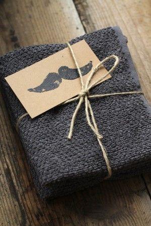 プレゼントに 「ひげ」カードを添えて。