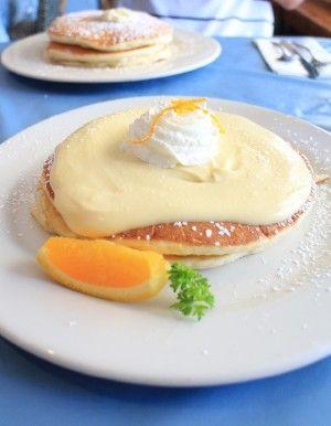 リリコイとはパッションフルーツのことで、 リリコイソースのさわやかな酸味とほのかな甘み、 ふんわりとしたまろやかなパンケーキの食感がたまりません!