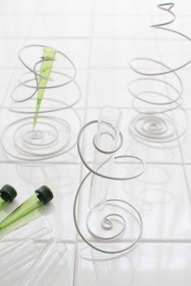 2.いい感じに渦巻きができたら、グラスチューブの長さに合わせてカット。セットします。デンファレなどを購入したら、小さなグリーン色のグラスチューブがついています。それを使ってもいいですね。