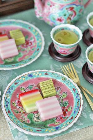 ニョニャ菓子の代表といえば バームクーヘンのように何層にも重ねられたKueh Lapis(クエラピス)。 Kuehとはお菓子、Lapisとは「層」という意味です。