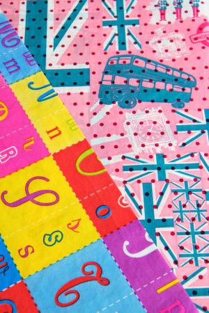 デコパッチペーパーのサイズは、1枚29cm×39cmで 各250円(税込)。 160種類以上の豊富なバリエーションから選べます。