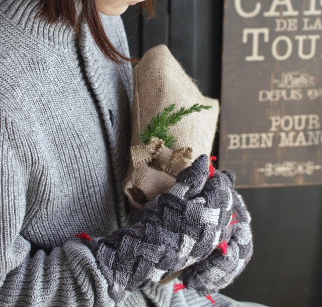 人気の北欧白樺編み♪ 守り神の蛇ミトンを「モバ編み」で