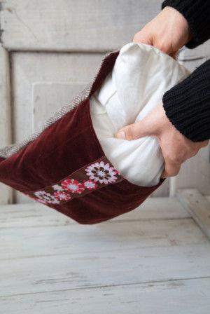 直線縫いができたらひっくり返し、 クッションの中綿を入れるだけ。