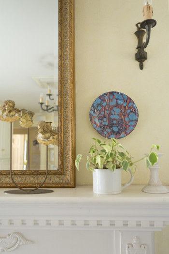※デコパージュとは、紙の上にガラスコーティングする技法で、 18世紀に、ヨーロッパを中心にフランス上流階級のご婦人のあいだで流行したアート。