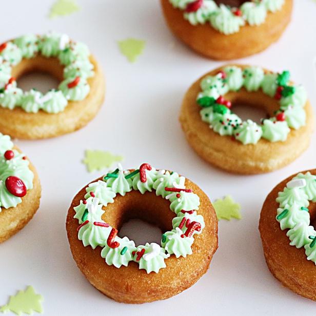 簡単クリスマスのおやつ☆コンビニドーナツクリスマスリース