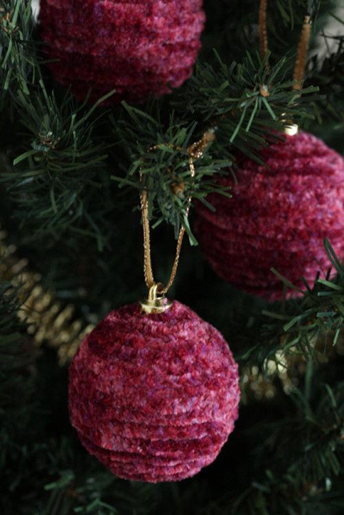 いつものクリスマスオーナメントを、毛糸でリメイク