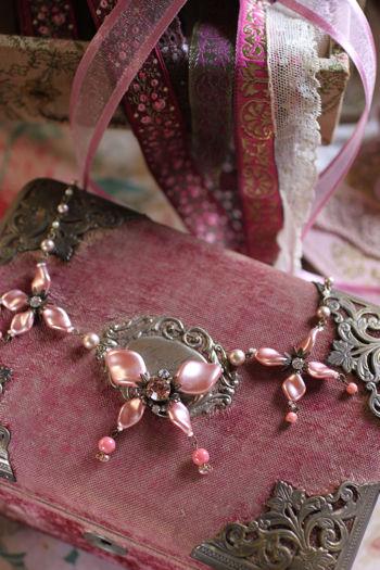 ピンクリボンのネックレス