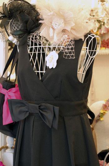 まるでドレスのようなエプロン。 日常を、非日常に変えてくれる魔法のエプロンです。