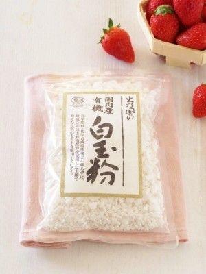 白玉粉 …… 100~150g(ひと袋) 水 …… 90~140ccぐらい(袋に書いてある配合で作りましょう) 食紅 …… 少量(耳かき1杯ほどを水少量で溶いておきます) 仕上げ用 いちご …… 4個 粒あん …… 80~100gほど