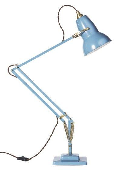 ANGLEPOISE ORIGINAL1227 BRASS DESK LAMP アルミニウム・スチール・真鍮 シェードΦ14.5×H19cm・アームリーチ 31+33 cm ・ベースW15×D15×H20 cm ¥52,000 「英国を代表する10のデザイン」としてロイヤルメールの記念切手にも 選ばれたデスクランプORIGINAL 1227。 パーツの部分に真鍮を使い、新たな3色にて展開する新モデルです。 ザ・コンランショップ先行予約品。(2014年秋頃発売・受注品)