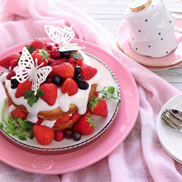 """女子ウケ抜群! チョコペン蝶々の""""乗せるだけ""""ケーキの作り方"""
