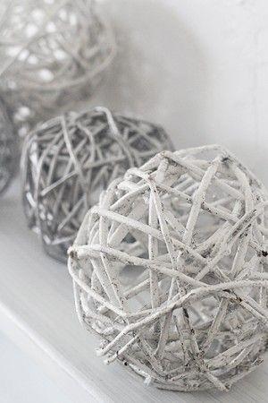 ワンコインで完成!IKEAボールで簡単冬のデコレーション