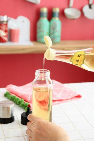 口が広いので、調味料を入れやすいです。 また、口が広いことで容器内も洗いやすく、清潔さを保てる利点もあります。