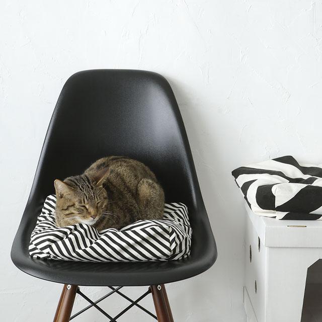 ダイソー500円! 簡単・縫わない・猫が気に入るクッションの作り方