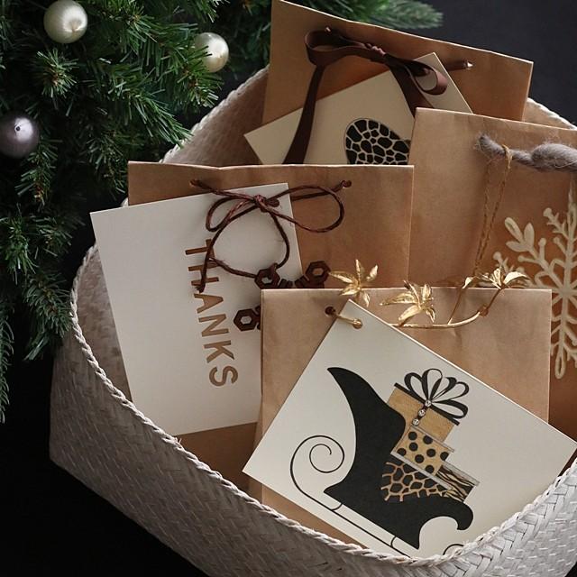 手軽なペーパークラフトバッグで、クリスマスギフトを簡単セルフラッピング