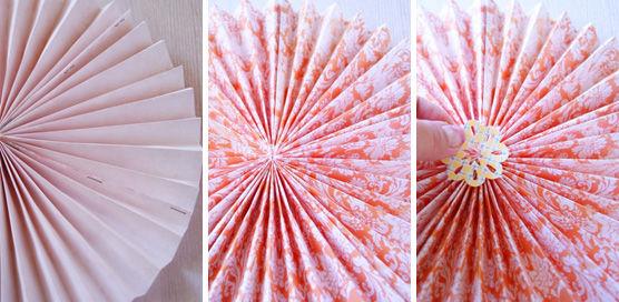 ビタミンカラーのメダリオンで壁をデコレーション