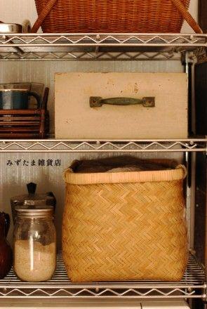 古い家具の引き出しを使って