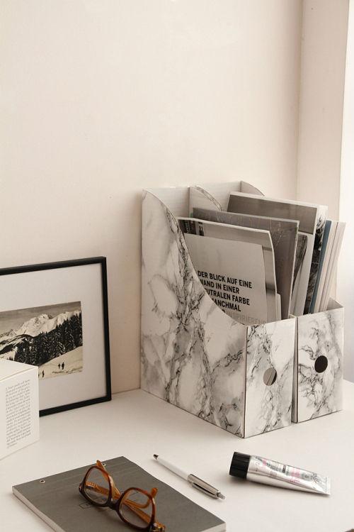 おしゃれな手袋の収納とファイルボックスのカスタマイズ