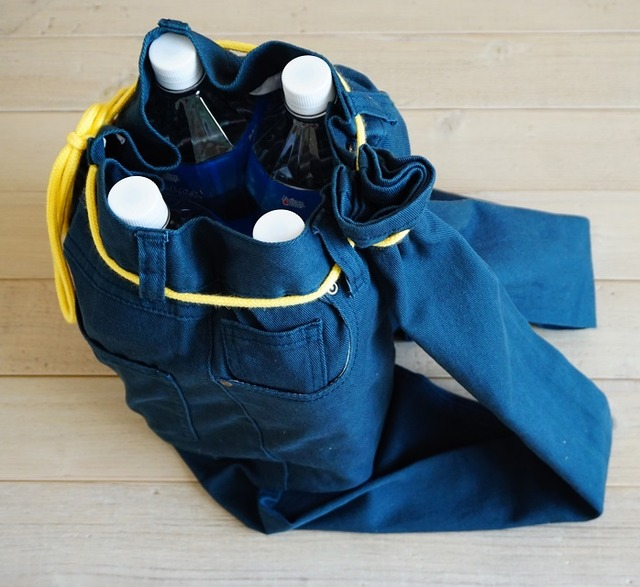 災害時に役立つ、長ズボンで作る即席リュックサックの作り方