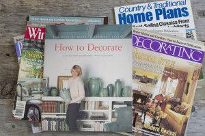 家を建てた当時に参考にした洋雑誌の数々。アメリカの住まいの間取り集もあり、輪湖さんの熱心な探究ぶりがうかがえます。