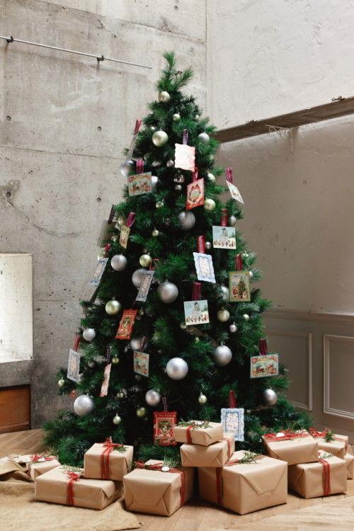 """定番カラーのクリスマスツリーを""""今年の顔""""に ~ 素朴なカード+チェックリボンのオーナメント"""