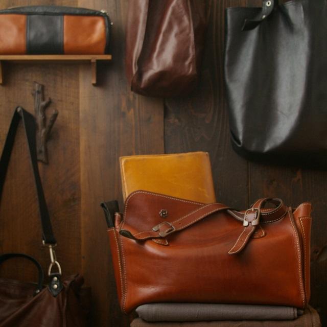 ライフスタイルに合わせて手作り。使える秋の革鞄・革小物いろいろ