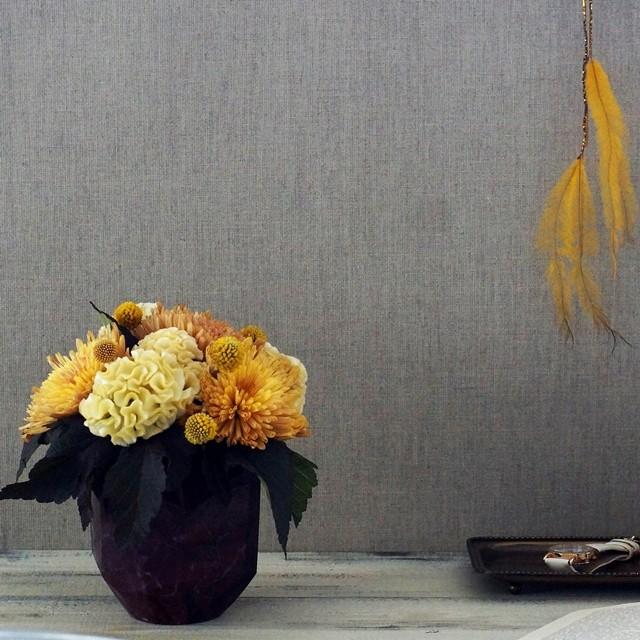 【秋の花色配色】マスタードイエロー&茶色 大人シックに菊を飾る♪ 秋インテリアのポイントに