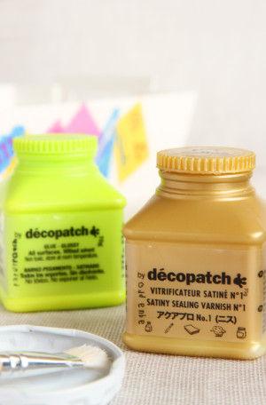 のりが乾いたら、仕上げにアクアプロ(ニス)を塗って防水加工をします。(水洗いしない物も、耐久性を高めるために、ニスの重ね塗りをしましょう)。