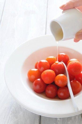 【材料】 ミニトマト、はちみつ、レモン 【作り方】 冷やしたトマトに、はちみつをかけるだけ(皮が気になるときは、湯むきをする)。お好みでレモンを。