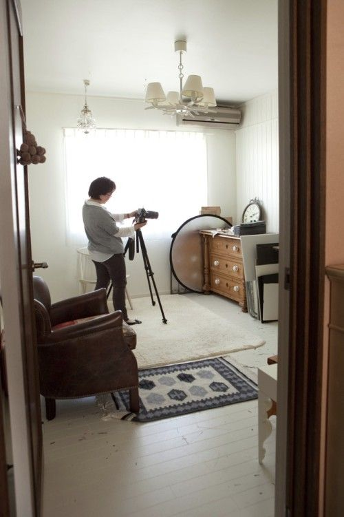 スタジオで撮影中の祐天寺さん