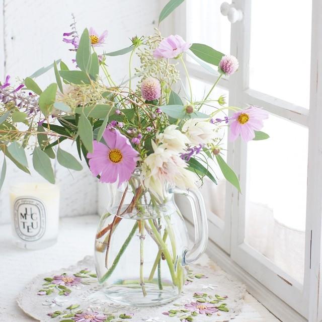 【秋の花色配色】ピンク紫×グレー レトロ調のナチュラルな花合わせのポイント