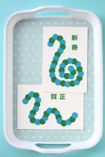 丸いシールがかわいい!カラーラベルで手作り年賀状